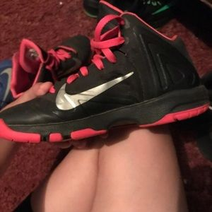 Girls nike shoes(size 6.5Y) fits womens 7/7.5